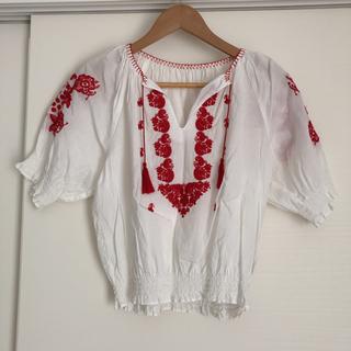スライ(SLY)のSLY 刺繍入りブラウス(シャツ/ブラウス(半袖/袖なし))