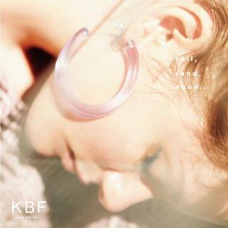 ケービーエフ(KBF)のKBF BIGサークルアクリルイヤリング(イヤリング)
