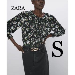 ザラ(ZARA)の【新品・未使用】ZARA プリーツ入り フラワー柄 ブラウス S(シャツ/ブラウス(長袖/七分))