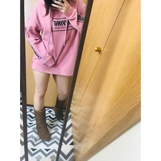 ピンク パーカー L(パーカー)