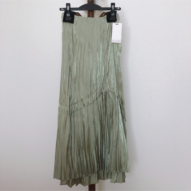 snidel(スナイデル)のスナイデルシャイニープリーツスカート レディースのスカート(ロングスカート)の商品写真