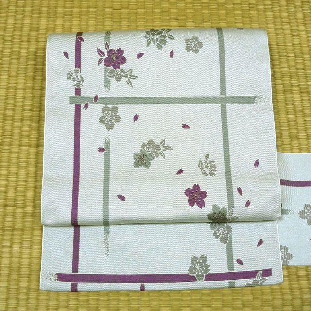 薄いグレーに紫の桜 名古屋帯 レディースの水着/浴衣(帯)の商品写真