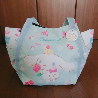 サンリオ(サンリオ)のシナモンロール☆限定デザイン☆サンリオ かわいい バラ 大容量バルーンバッグ(ハンドバッグ)