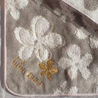 tutuanna - チュチュアンナ フラワー タオルハンカチ グレーと白の花柄
