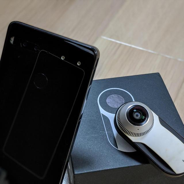 希少品 Essential phone ブラック128GB  360カメラ付き スマホ/家電/カメラのスマートフォン/携帯電話(スマートフォン本体)の商品写真