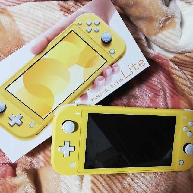 Nintendo Switch(ニンテンドースイッチ)のNintendo Switch Lite イエロー エンタメ/ホビーのゲームソフト/ゲーム機本体(携帯用ゲーム機本体)の商品写真