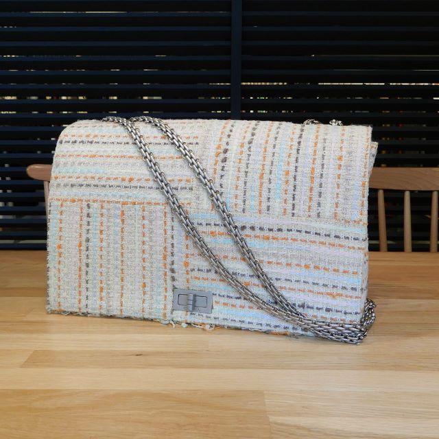 CHANEL(シャネル)の美品 シャネル 2.55 チェーンショルダーバッグ ツイード オフホワイト レディースのバッグ(ショルダーバッグ)の商品写真