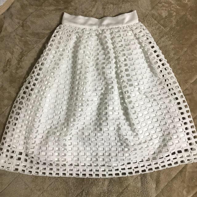 GRACE CONTINENTAL(グレースコンチネンタル)の新品 グレースコンチネンタル スカート 白 レディースのスカート(ひざ丈スカート)の商品写真