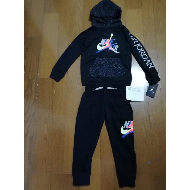 NIKE(ナイキ)の20SS最新作‼️NIKEキッズ115(6)JORDAN ロゴパーカー&パンツ黒 キッズ/ベビー/マタニティのキッズ服男の子用(90cm~)(ジャケット/上着)の商品写真
