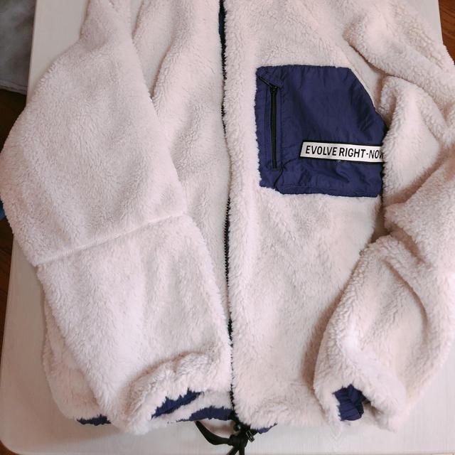 FOREVER 21(フォーエバートゥエンティーワン)のアウター レディースのジャケット/アウター(毛皮/ファーコート)の商品写真