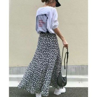 ZARA - 【即納】フラワープリント スカート モノトーンカラー 花柄