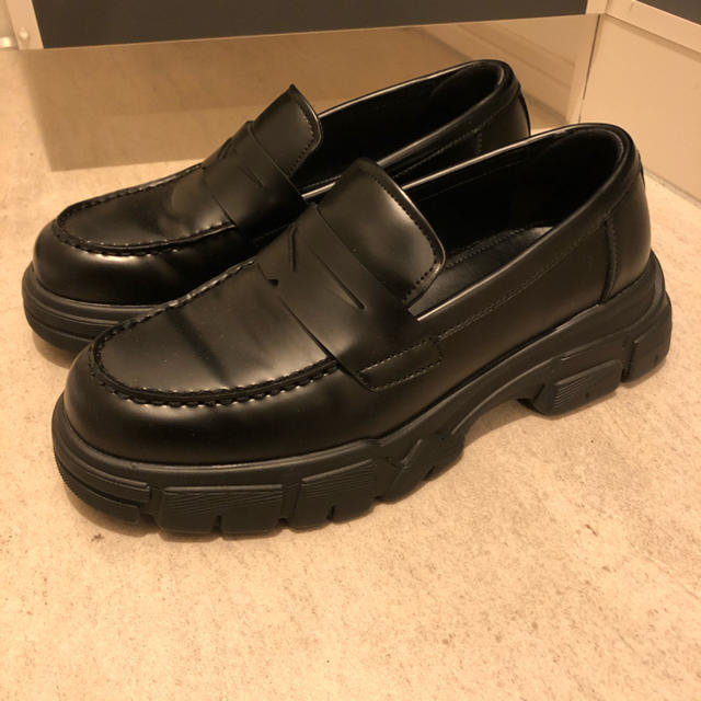 ZARA(ザラ)の出品今日まで ZARAMAN マキシソールローファー メンズの靴/シューズ(ドレス/ビジネス)の商品写真