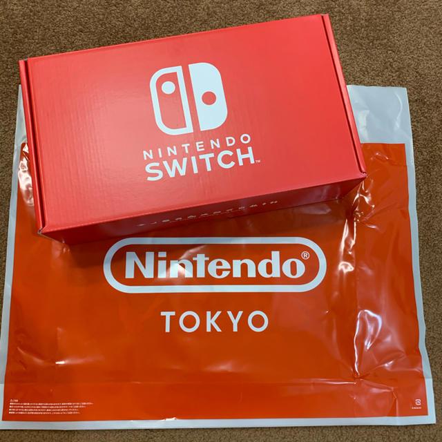 Nintendo Switch(ニンテンドースイッチ)の任天堂スイッチ 最新モデル ニンテンドートーキョー限定カラー エンタメ/ホビーのゲームソフト/ゲーム機本体(家庭用ゲーム機本体)の商品写真