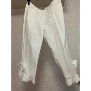 トゥービーシック(TO BE CHIC)の【極美品】TO BE CHIC トゥービーシック リボン付きパンツ 白パンツ(カジュアルパンツ)