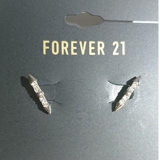 フォーエバートゥエンティーワン(FOREVER 21)のNO13 ◯650円→420円♪新品未使用 ♪クリアストーン付きピアス♪(ピアス)