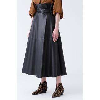 アドーア(ADORE)の美品 ADORE エコラムスキンフレアスカート 2019AW(ロングスカート)