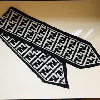 FENDI - Fツイリー 黒×白