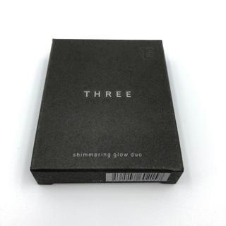 THREE - シマリンググローデュオ 01