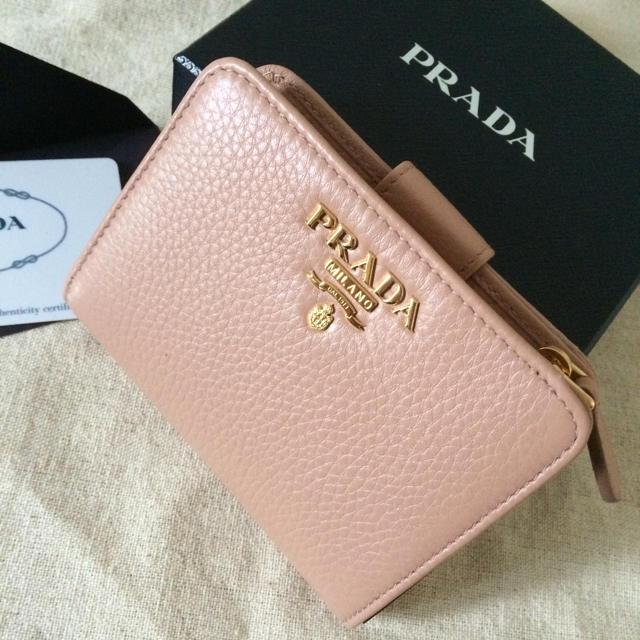 PRADA(プラダ)のPRADA 折り財布♡ソフトレザー♡人気のCIPRIAベージュ♡ レディースのファッション小物(財布)の商品写真