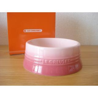 ルクルーゼ(LE CREUSET)のルクルーゼ ドッグボールM ナチュラルピンク■小中型犬用食器 新品 ペット皿(犬)