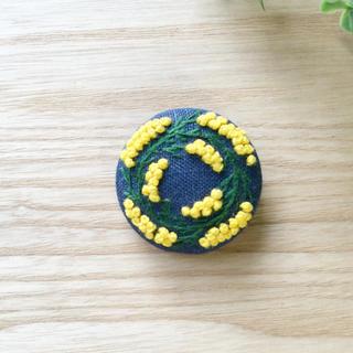 刺繍ブローチ ミモザリース(コサージュ/ブローチ)