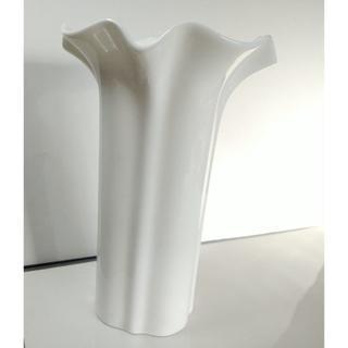 ニッコー(NIKKO)の真っ白で美しい 花瓶 ニッコーカンパニージャパン(花瓶)