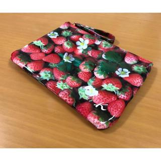 キタムラ(Kitamura)の苺柄 クラッチポーチ(ポーチ)