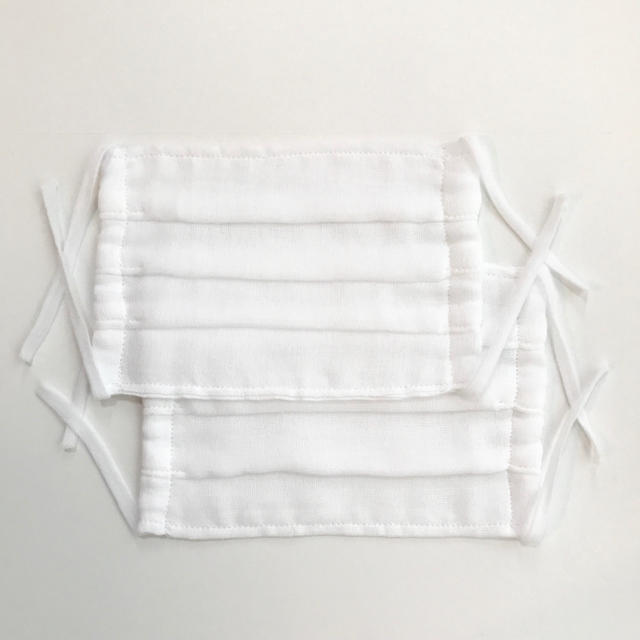 マスク 2枚 ハンドメイド 日本製 ガーゼ プリーツ 洗って繰り返し使える 白の通販 by nijiirolop*  入園入学