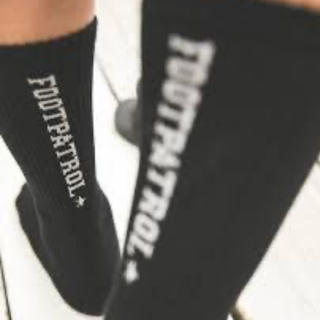 込 FOOTPATROL BAR LOGO SOCKS BLACK 黒(ソックス)