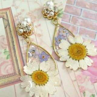 ビジューと白いお花のしずくピアス(ピアス)