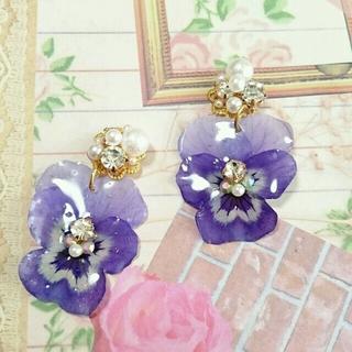 ビジューと紫のビオラピアス(ピアス)