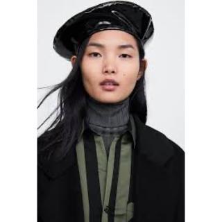 ザラ(ZARA)の最安 エナメル ベレー帽 ブラック(ハンチング/ベレー帽)