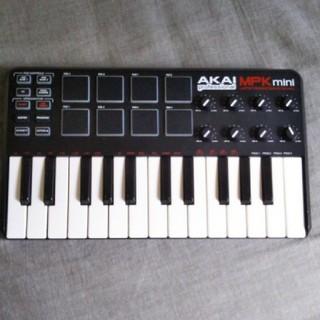 AKAI MPK mini MIDIキーボード(MIDIコントローラー)