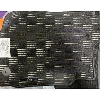 アウディ(AUDI)の【未使用】Audi A1 純正フロアマット(車内アクセサリ)