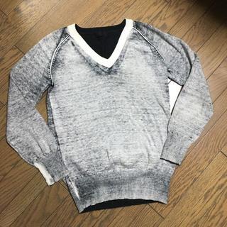 ジーヴィジーヴィ(G.V.G.V.)の美品 G.V.G.V デザイン Vネックニット(ニット/セーター)