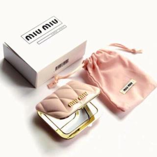 ミュウミュウ(miumiu)のmiumiu ミュウミュウ香水のノベルティ ー ピンク ミラー  正規品(ミラー)