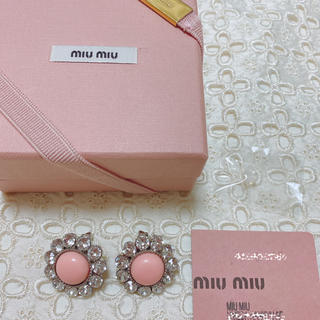 ミュウミュウ(miumiu)の♡様専用 miumiu 付属品完備 美品 カラーストーンとスワロのイヤリング(イヤリング)