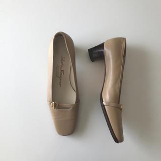 サルヴァトーレフェラガモ(Salvatore Ferragamo)のフェラガモ  スクエアパンプス サルバドールフェラガモ  21cm ベージュ (ローファー/革靴)