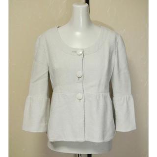 インディヴィ(INDIVI)のINDIVI インディヴィ 薄ベージュでショート丈の8分袖ジャケットコート 38(ノーカラージャケット)