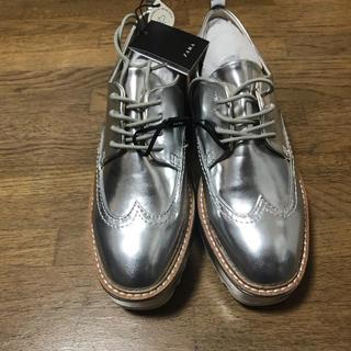ザラ(ZARA)の新品 ZARA ローファー シルバー(ローファー/革靴)