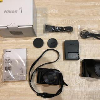 ニコン(Nikon)のミラーレス一眼 Nikon J5レンズキット 純正カバー付き 【送料無料】(ミラーレス一眼)
