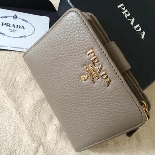 プラダ(PRADA)のPRADA 折り財布♡ARGILLAグレー♡便利なデザイン(財布)