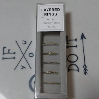 フォーエバートゥエンティーワン(FOREVER 21)のLAYERED RINGS   WITH JEWELRY TRAY(リング(指輪))