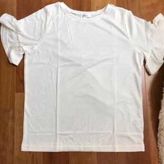 サルース(salus)の新品 タグ付 フリルトップス(カットソー(半袖/袖なし))