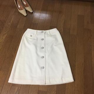 エル(ELLE)のオフホワイトスカート(ひざ丈スカート)