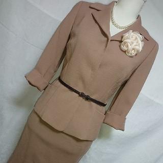 ストロベリーフィールズ(STRAWBERRY-FIELDS)の美品 ストロベリーフィールズ スカートスーツセットアップ ベージュサイズ1、7号(スーツ)