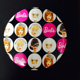 バービー(Barbie)の最終価格 新品バービー缶バッチブローチ(ブローチ/コサージュ)