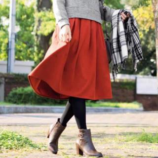 フェリシモ(FELISSIMO)のフェリシモ リブインコンフォート☆フェイクスエードスカート  赤(ひざ丈スカート)