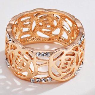 スワロフスキー(SWAROVSKI)の薔薇 モチーフ透かし彫り スワロフスキークリスタルリング(リング(指輪))