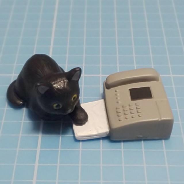 EPOCH(エポック)のカプセルトイ「猫とプリンター」黒猫とファックス エンタメ/ホビーのフィギュア(その他)の商品写真
